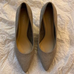 NWOT Silver Heels with silver decoration